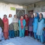 Groupe de femmes à Singiwala, devant la banque de semences