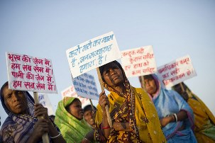 2012 Jansatyagraha par Simon Williams (The Guardian) (9) article
