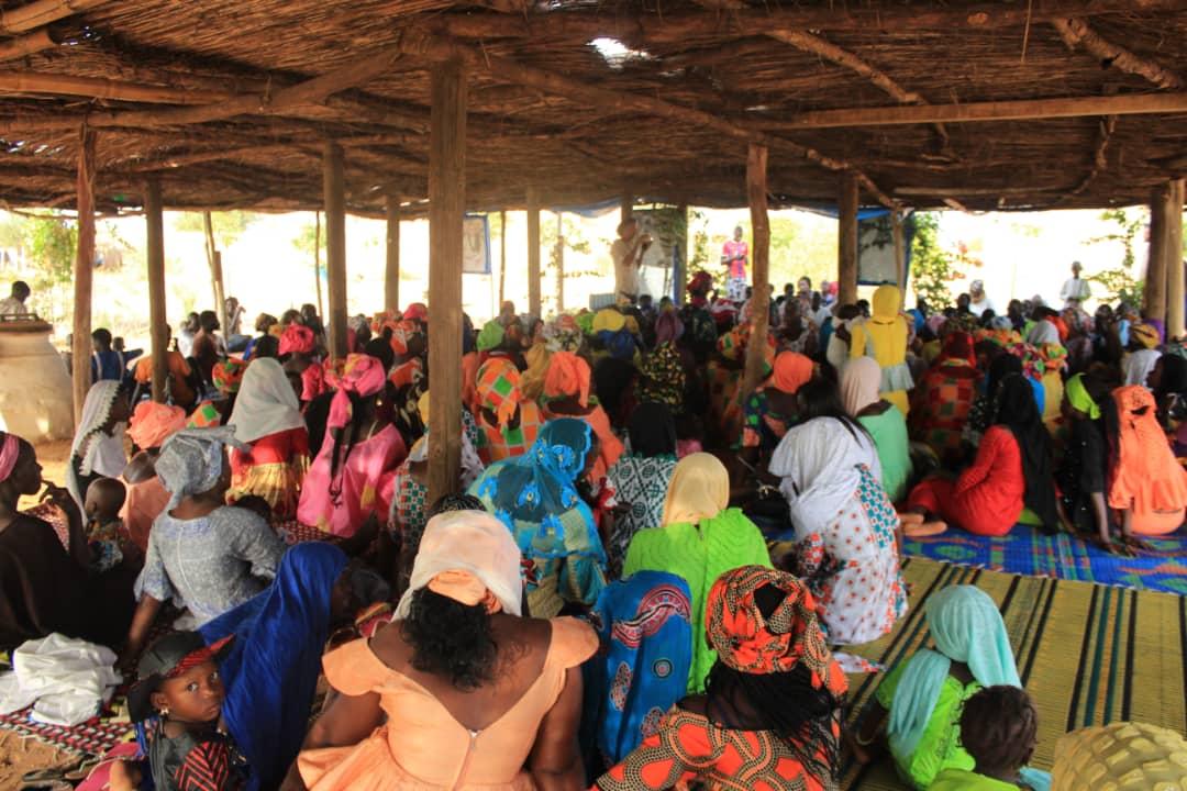 Août 2018 - Les femmes de Mbacké Kadior et des villages environnants sont venues apporter leur contribution volontaire annuelle au projet du Nguiguiss Bamba le samedi 26 août