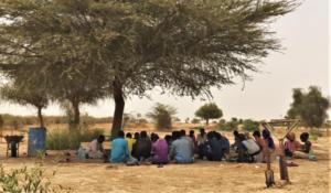 Lors d'une session de formation introductive sur l'agroécologie donnée par Abdou Khadre sur la ferme de production de Gouybinde, Juillet 2020